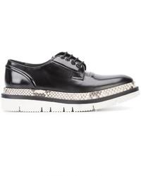 Zapatos derby de cuero negros de Oamc