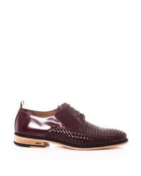 Zapatos derby de cuero tejidos en marrón oscuro