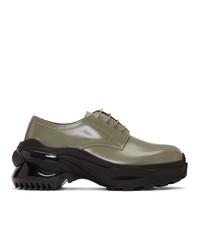 Zapatos derby de cuero verde oliva de Maison Margiela