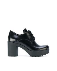 Zapatos oxford de cuero gruesos negros de Prada