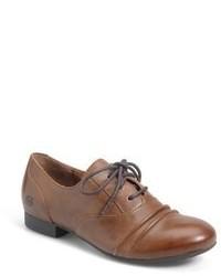 Zapatos oxford de cuero marrónes