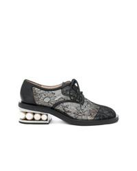 Zapatos oxford de lona con adornos negros de Nicholas Kirkwood